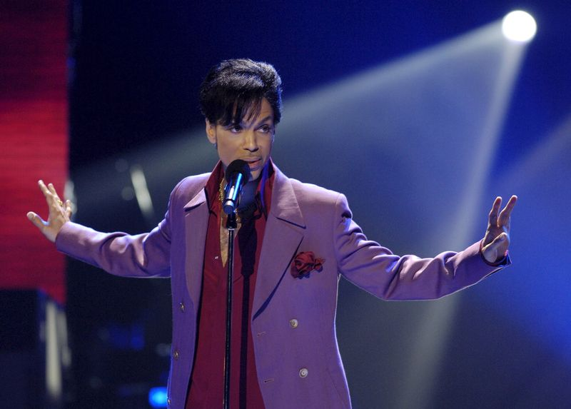 Singer Prince performs in a surprise appearance on the 'American Idol' television show finale at the Kodak Theater in Hollywood in this May 24, 2006 file photo. — Reuters pic
